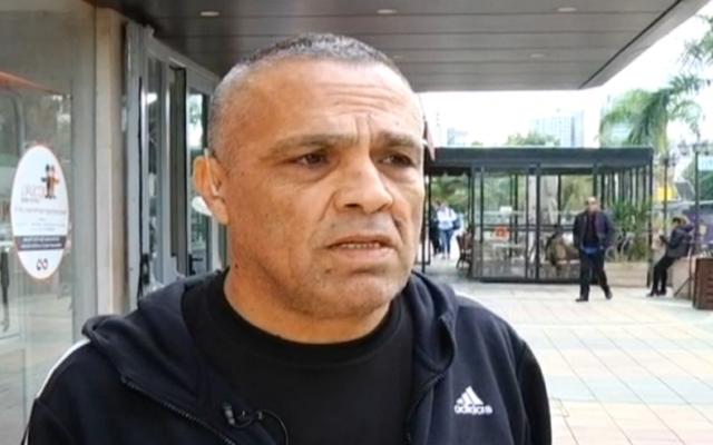 Un ancien employeur de Nashat Milhem, le suspect la fusillade de la rue Dizengoff, parle à la Dixième chaîne le 5 Janvier 2016 (Capture d'écran: Dixième chaîne)