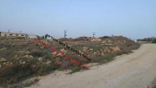 Une ligne rouge marque le chemin emprunté par l'adolescent palestinien, qui aurait poignardé Michal Froman, pour fuir l'implantation de Tekoa, en Cisjordanie, le 18 janvier 2016. (Capture d'écran : document de la sécurité de Tekoa)