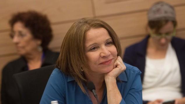 La députée de l'Union sioniste Shelly Yachimovich à la Knesset le 8 juin 2015. (Crédit : Miriam Alster/Flash90)