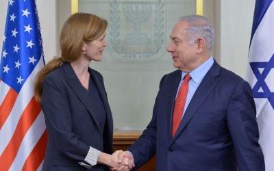 Benjamin Netanyahu, à droite, lors d'une rencontre avec Samantha Power, ambassadrice américaine à l'ONU  à Jérusalem le 15 février 2016 (Crédit : Kobi Gideon / GPO)