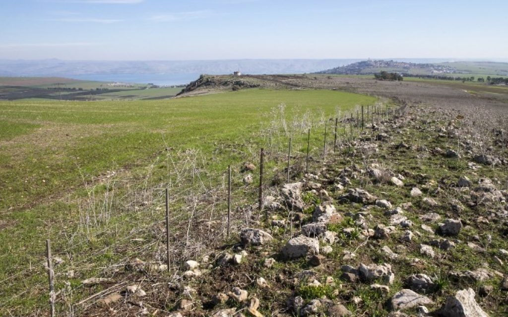 La région de Kfar Hittim en Galilée, où le gouvernement israélien prévoit de construire une ville nouvelle près d'un site historique, le 28 janvier 2016. La construction prévue d'une ville druze, près d'une site d'une bataille historique entre Saladin et les croisés, pourrait menacer des trésors archéologiques enregistrés à l'UNESCO. (Crédit : Jack Guez/AFP)