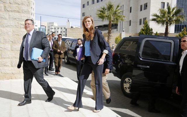 L'ambassadeur des Etats-Unis aux Nations Unies, Samantha Power, avant une rencontre avec le Premier ministre palestinien Rami Hamdallah à Ramallah, en Cisjordanie, le 13 février 2016. (Crédit : AFP / ABBAS MOMANI)