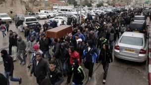 Les funérailles d'Amin Shaaban, chauffeur de taxi de 42 ans, à Lod, le 3 janvier 2016. (Crédit : AFP/Ahmad Gharabli)