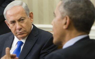 Le président américain Barack Obama (à droite) et le Premier ministre Benjamin Netanyahu dans le bureau ovale de la Maison-Blanche à Washington, le 9 novembre 2015 (Crédit : Saul Loeb/AFP)