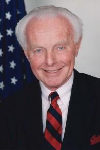 Le membre du Congrès américain Tom Lantos, le seul survivant de l'Holocauste à servir dans la Chambre des représentants (Crédit : Domaine public)