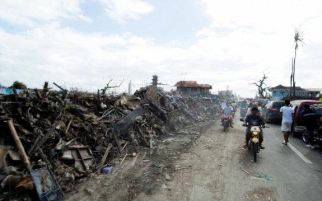 Photo prise par un membre d'IsraAID montrant la dévastation des Philippines. (Crédit : IsraAID/Nufar Tagar)