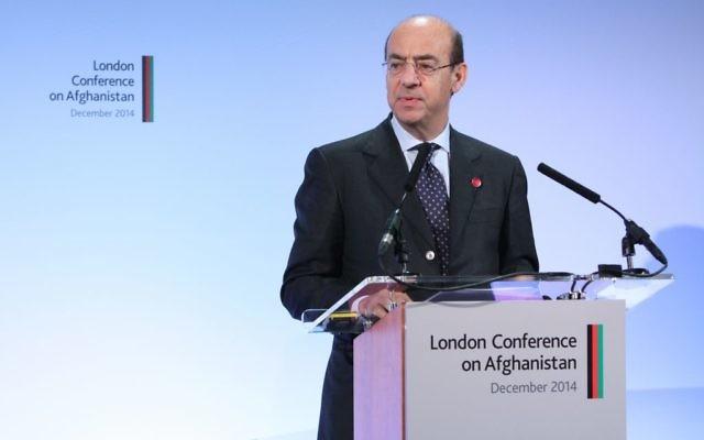 Michele Valensise, secrétaire général du ministère des Affaires étrangères italien,  pendant la conférence de Londres sur l'Afghanistan, le 4 décembre 2014. (Crédit : Patrick Tsui/FCO)