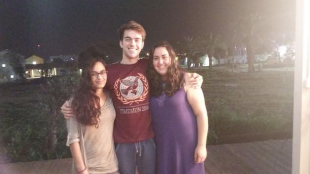 Nasma, Gebri et Miriam, étudiants de l'EIMO, le 18 février 2016. (Crédit : Simona Weinglass/Times of Israel)