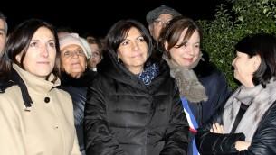 Anne Hidalgo, maire (PS) de Paris, a participé au rassemblement de ce jeudi 11 février dans le jardin Ilan-Halimi du XIIe arrondissement de la capitale (Crédit : Times of Israël Staff/Glenn Cloarec)