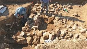 Les fouilles archéologiques dans le quartier de Shuafat, au nord de Jérusalem (Crédit : Autorité israélienne des Antiquités)