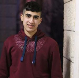 Muhammad Sabateen sourit pour la photo après sa sortie de prison. (Crédit : autorisation de Ziad Sabateen)