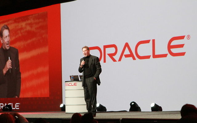 Larry Ellison, PDG d'Oracle. (Crédit : Ilang Costica/CC BY-SA/Wikimedia Commons)