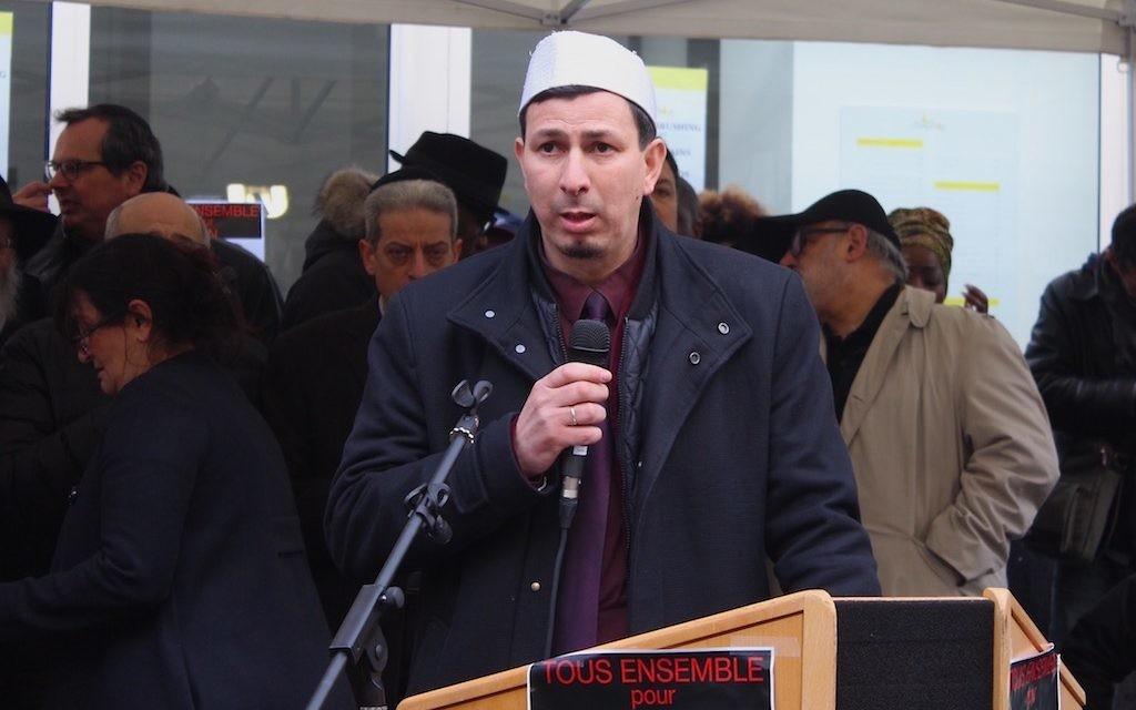 Hocine Drouiche, imam et recteur de la mosquée de Nîmes, devant le 229 boulevard Voltaire, là où travaillait Ilan (Crédit : Times of Israël Staff/Glenn Cloarec)