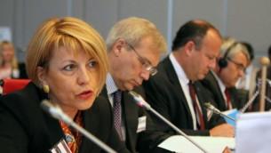 La secrétaire générale adjointe du service d'action extérieure de l'Union européenne, Helga Schmid à la conférence annuelle de sécurité de l'OSCE à Viennes, le 26 juin 2012. (Crédit : OSCE/Jonathan Perfect)