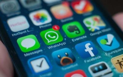 La censure militaire israélienne cherche à rejoindre les groupes WhatsApp des services de premiers secours pour les journalistes. (Crédit : CC BY-SA/Jan Persiel, Flickr)