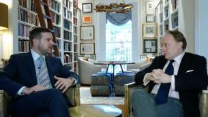 Alan Mendoza et Andrew Roberts (d) sur J-TV (Crédit : capture d'écran YouTube)