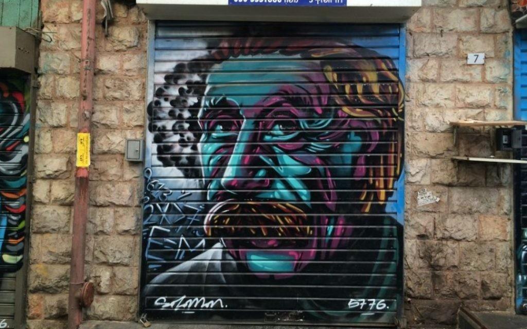Albert Eisntein par Solomon Souza. Mahane Yehuda, Jéusalem, février 2016. (Crédit : Renee Ghert-Zand/TOI)