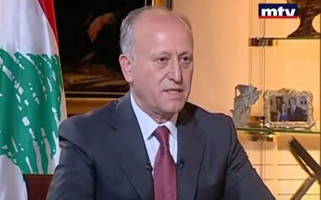 Le général Achraf Rifi, ministre de la Défense du Liban, pendant un entretien télévisé le 14 octobre 2013. (Crédit : capture d'écran YouTube/MTVLebanon News)