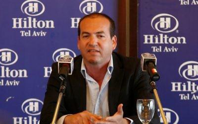 Le footballer à la retraite Eyal Berkovic en 2010 (Crédit : Roni Schutzer / Flash90)