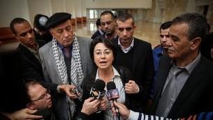 Les députés de la Liste arabe unie Hanin Zoabi (au centre), Jamal Zahalka (à droite) et Basel Ghattas (centre gauche, derrière Zoabi) s'adressant à la presse à Jérusalem, le 17 février 2015 (Crédit : Hadas Parush / FLASH90)