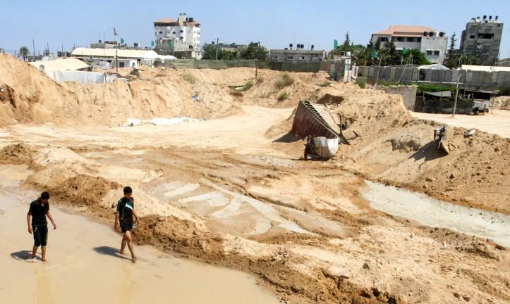 Inspection des dégâts après l'inondation des tunnels de contrebande du Hamas entre le Sinaï et la bande de Gaza par les forces égyptiennes, à Rafah, le 18 septembre 2015. (Crédit : Abed Rahim Khatib/Flash90)