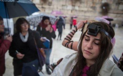 Les Femmes du mur au mur Occidental, le 7 février 2016 (Crédit : Hadas Parush / Flash90)