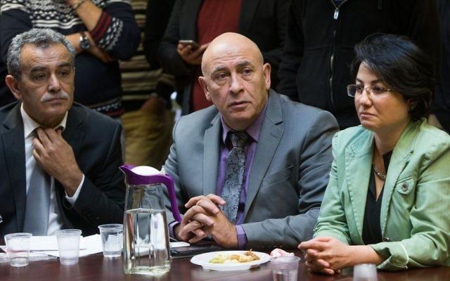 Les députés de Balad Jamal Zahalka (à gauche), Basel Ghattas (au centre) et Hanin Zoabi (à droite) pendant la réunion hebdomadaire de la Liste arabe unie à la Knesset, le 8 février 2016. (Crédit : Yonatan Sindel/Flash90)