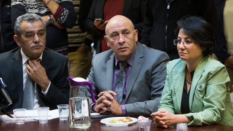 Les députés de la Liste arabes unie  Jamal Zahalka (à gauche), Basel Ghattas (centre) et Hanin Zoabi (à droite) à la réunion hebdomadaire (arabe) de la faction  à la Knesset, le 8 février 2016 (Crédit : Yonatan Sindel / Flash90)