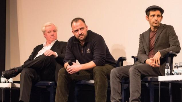 L'acteur principal de 'Son of Saul' Geza Rohrig, à droite, avec les acteurs Urs Rechn, au centre, et Uwe Lauer à Berlin, le 26 janvier 2016. (Crédit : Cnaan Liphshiz/JTA)