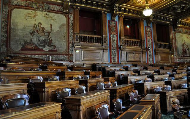 Intérieur de la salle du Conseil de Paris (Crédit : Wikimedia commons)