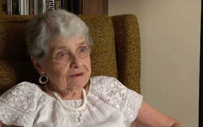 La militante politique et survivante de l'Holocauste Hedy Epstein (Crédit : capture d'écran YouTube/Missouri History Museum)