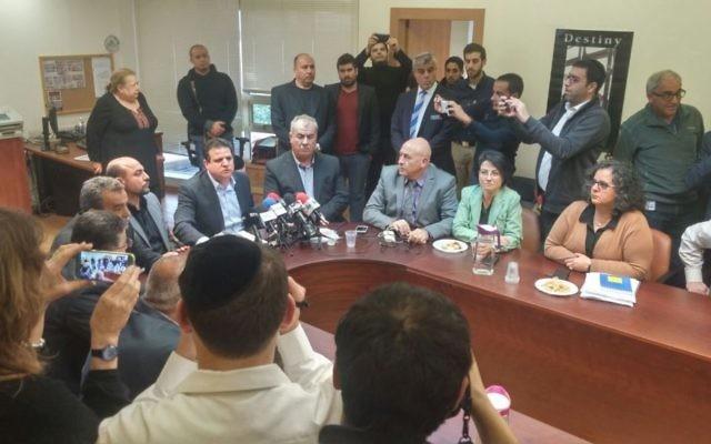 Une réunion de la faction de la Liste arabe unie de la Knesset le 8 février 2016 (Crédit : Autorisation de la Liste arabe unie)