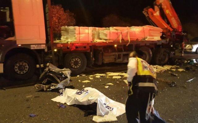 Scène de l'accident de la route sur la route 443, le 14 février 2016 (Crédit : Zaka)
