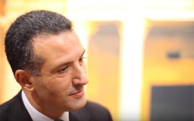 Le ministre du Tourisme et des Antiquités jordanien, Nayef al-Fayez (Crédit : Capture d'écran YouTube)
