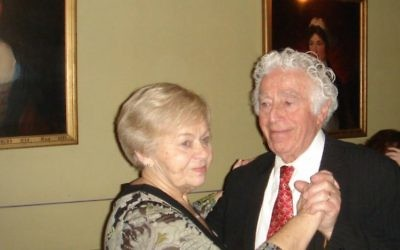 Le survivant de Treblinka Poldek (Léon) Rytz, 89 ans, dans avec sa femme Ester Dyna Rytz, 86 ans, en 2007 en Suède. (Crédit : autorisation)