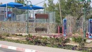 L'école maternelle de Beit Horon le 1er février 2016. Dans le jardin à côté de l'école, Shlomit Krigman a été poignardé à mort et une autre femme a été blessée (Crédit : Judah Ari Gross / Times of Israël)