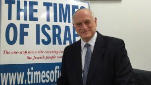 Malcolm Hoenlein, vice président exécutif de la Conférence des présidents des organisations juives américaines majeures, dans les bureaux du Times of Israël à Jérusalem, le 2 février 2016. (Crédit : Amanda Borschel-Dan/Times of Israel)