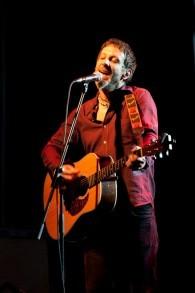 Le chanteur de Mercury Rev, Jonathan Donahue, à Tel Aviv en 2010 (Crédit : Random / CC BY-SA 3.0)