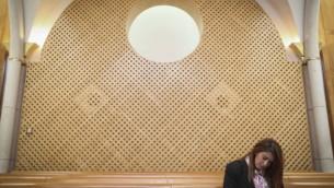 La chef de file du parti des femmes ultra-orthodoxes  U'Bizchutan, Ruth Colian, dans la salle d'audience de la Cour suprême pour sa requête visant à empêcher la candidature  de la deputée arabe Hanin Zoabi, aux prochaines élections, Jérusalem, le 11 février 2015 (Hadas Parush / Flash90)