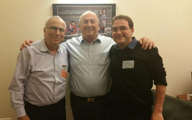 Le député Elie Elalouf (centre), président de la commission des Affaires sociales et de la Santé, et Mickael Bensadoun (à droite), Directeur de Qualita, ont rencontré hier Shuki Shemer (à gauche), le président d'Assuta, une chaine d'hôpitaux en Israël. (Crédit : Qualita.org.il)