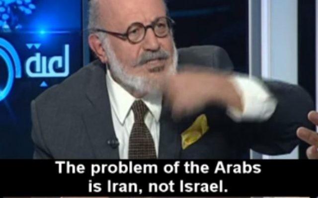 Roger Edde, dirigeant du parti pour la paix libanais, pendant un entretien sur la télévision al-Mayadeen le 20 janvier 2015. (Crédit : capture d'écran MEMRI)
