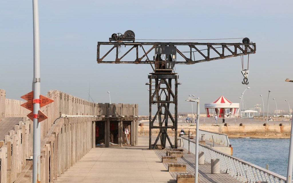 La grue restaurée du port de Tel Aviv. (Crédit : Shmuel Bar-Am)