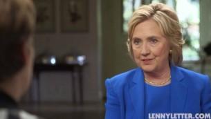 Hillary Clinton interviewée par Lena Dunham pour LennyLetter.com, en septembre 2015. (Crédit : capture d'écran Politico)