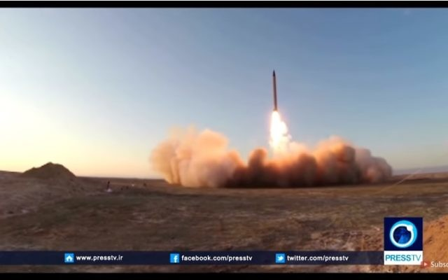 Le lancement d'un essai du missile Emad de longue portée balistique de l'Iran le 11 octobre, 2015 (Crédit : Capture d'écran YouTube Capture Press TV)