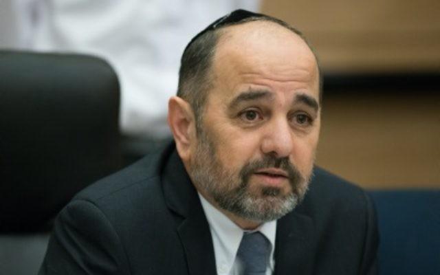Yaakov Margi assiste à une réunion de la commission de l'Education, de la Culture, et des Sports qu'il préside, le 27 janvier 2016 (crédit : Yonatan Sindel / Flash90)