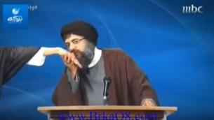 Sketch de la MBC parodiant le chef du Hezbollah Hassan Nasrallah. (Capture d'écran: YouTube / Mishel Zarifeh)