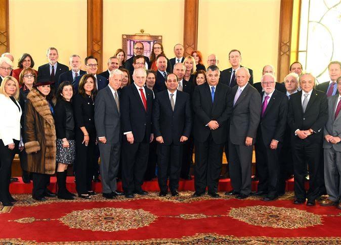 Les dirigeants de la Conférence des présidents des principales organisations juives américaines avec le président égyptien Abdel Fattah El-Sissi au Caire le 11 février 2016 (Crédit : Autorisation)