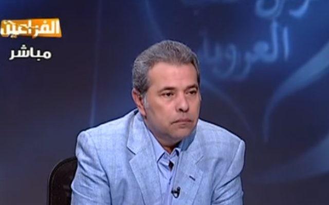 Animateur de la télévision égyptienne et membre du parlement, Tawfik Okasha (Crédit : Capture d'écran YouTube)