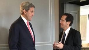John Kerry (g) et Isaac Herzog (d) le 3 février 2016 (Crédit : autorisation)