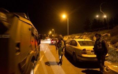 Soldats israéliens en Cisjordanie; le 17 janvier 2016. (Crédit : AFP/Menahem Kahana)